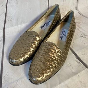 Trotters Gold Liz Woven Slip On Loafers Size 8.5